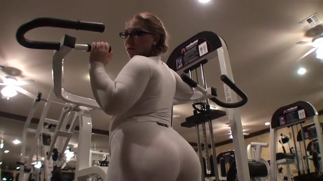 fbb-babes-spanish-girl-shaking-butt-at-gym-licking